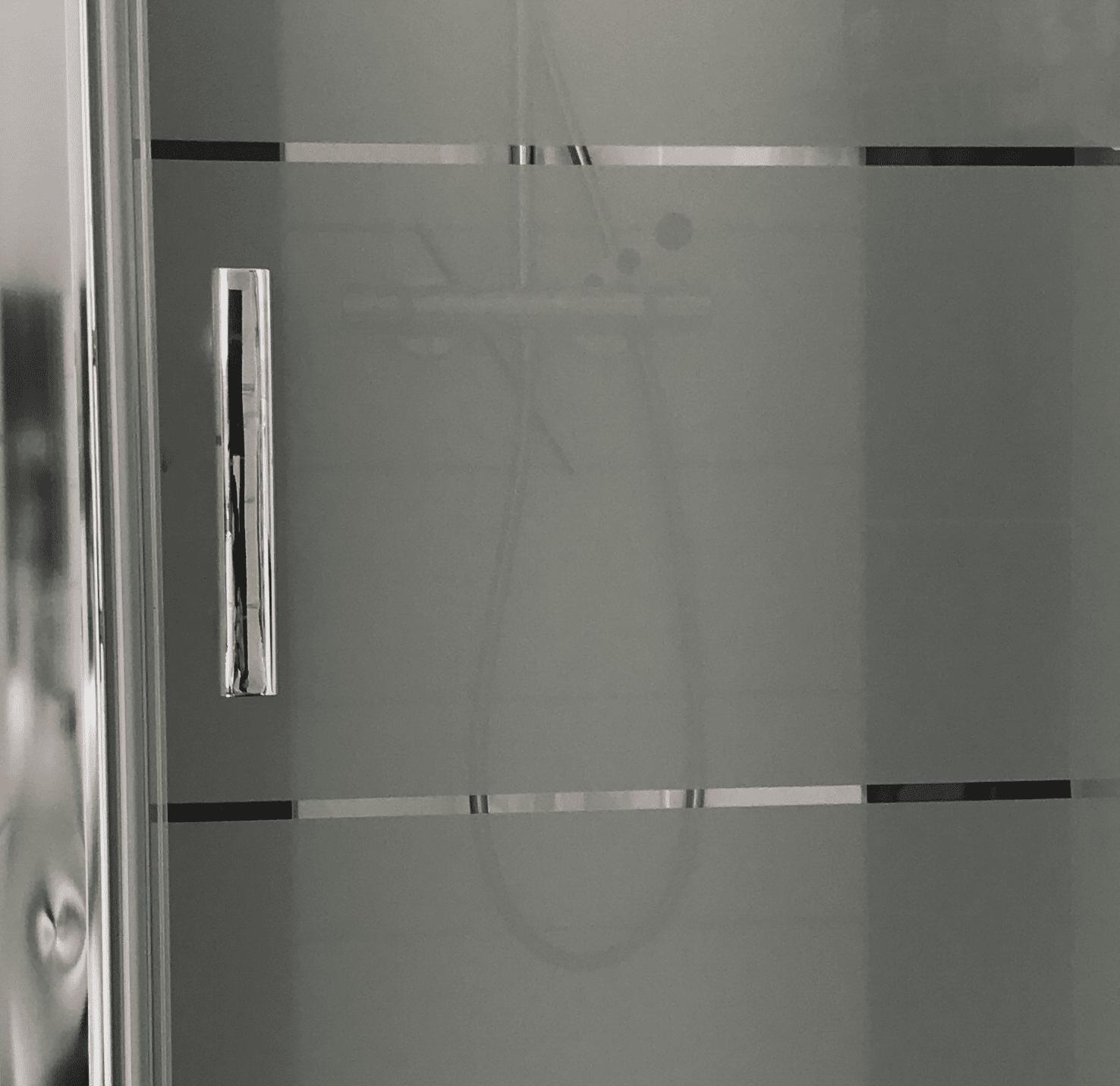 Besondere Hinweise für satinierte Glasflächen auf Duschtüren ...